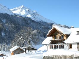 Haus Ried mit Blick zur Krinnenspitze