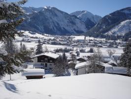 Pension Austria mit Blick auf Tannheim