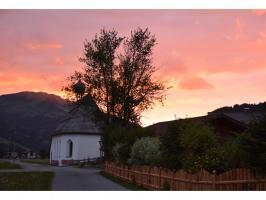 Blick vom Haus auf Martinskapelle