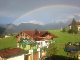 Haus Regenacker mit Regenbogen